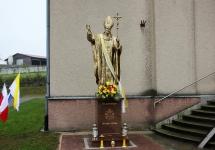 W ŻELISŁAWICACH POŚWIĘCONO POMNIK ŚWIĘTEGO JANA PAWŁA II