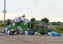 POSZUKIWANI SPRAWCY PODRZUCANIA ŚMIECI DO KONTENERÓW PRZY ZBIORNIKU WODNYM KUŹNICA WARĘŻYŃSKA - POGORIA IV